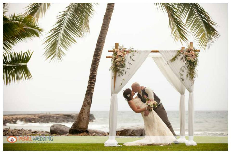 Amy & Travis at the Olowalu Plantation House